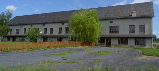 Bâtiment industriel de 666 m2 à louer à Ernée
