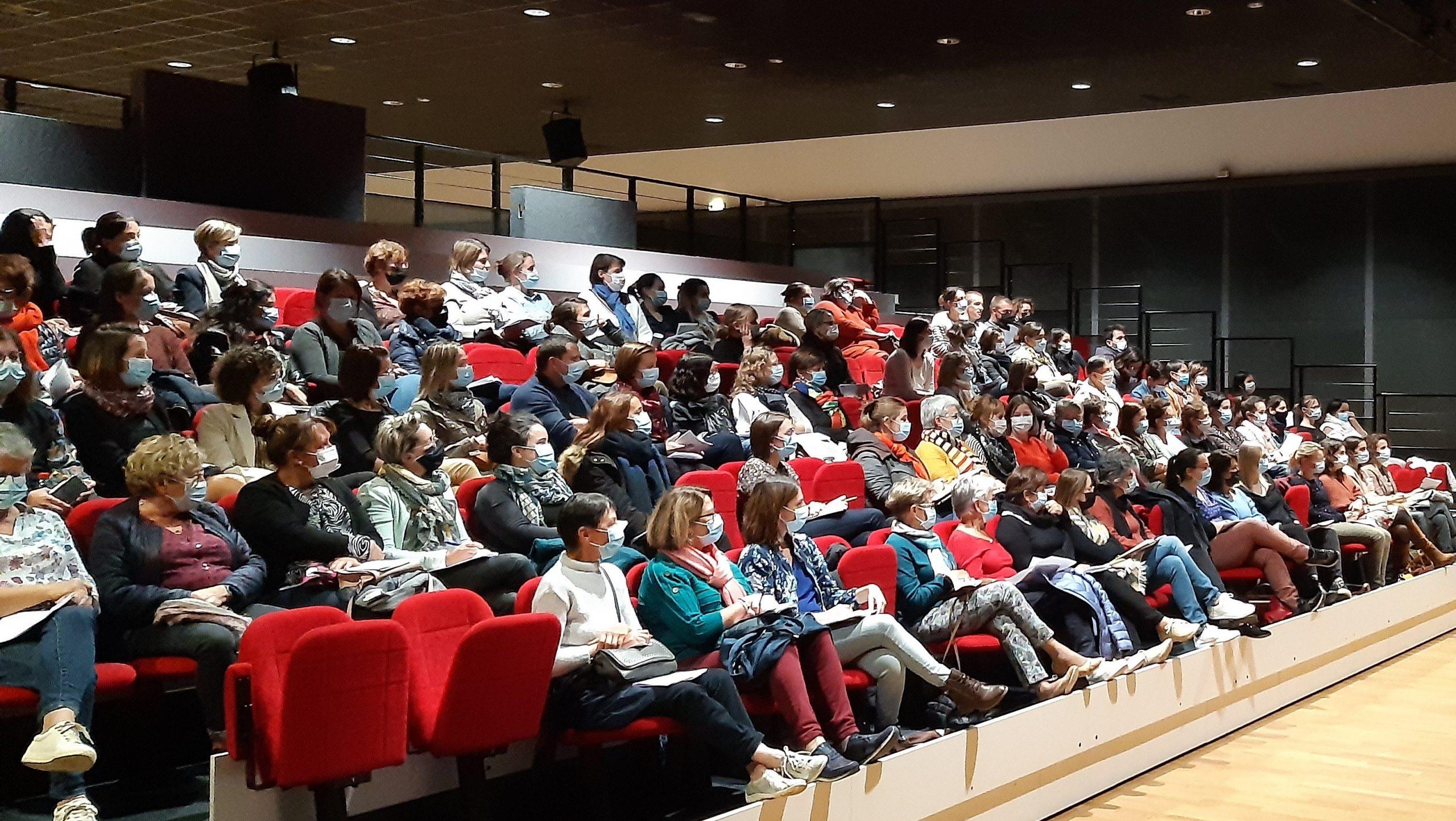 RAM : 100 personnes à la conférence sur les émotions des enfants !